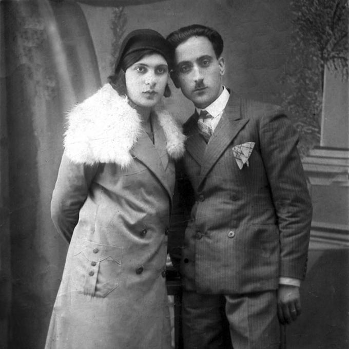 Kostas Großeltern Konstantinos Andrikopoulos und Marika Karavokyridou in Mazedonien, ca. 1930–33