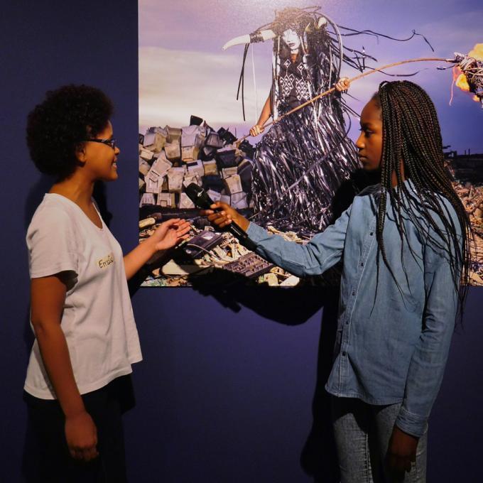 Emelie / Africa Positive interpretiert ihre Lieblings-Werke in der Ausstellung