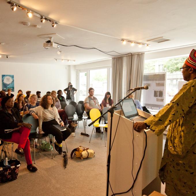 Vortrag von Justin Fonkeu zur politischen Partizipation von Geflüchteten