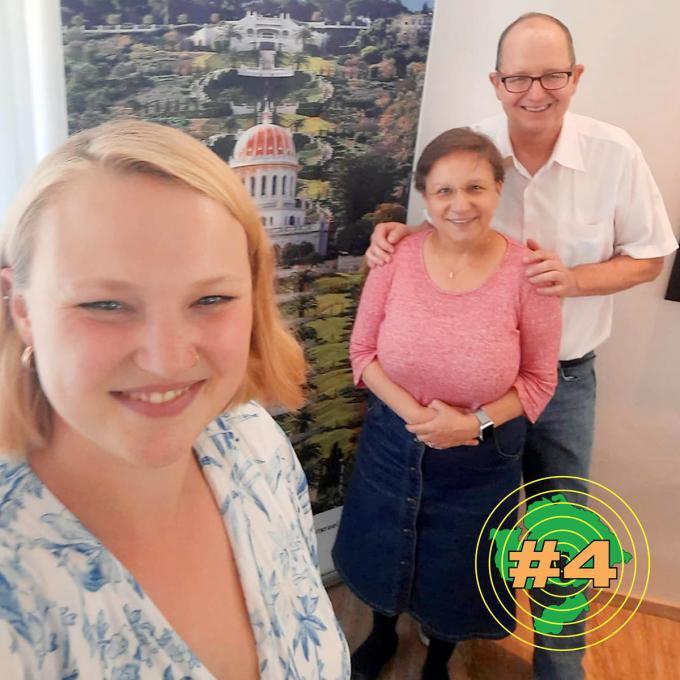 Olga Felker mit Dr. Roya Schayani-Mühlschlegel und Ralf Mühlschlegel, Mitglied des Geistigen Rates der Bahái in Essen