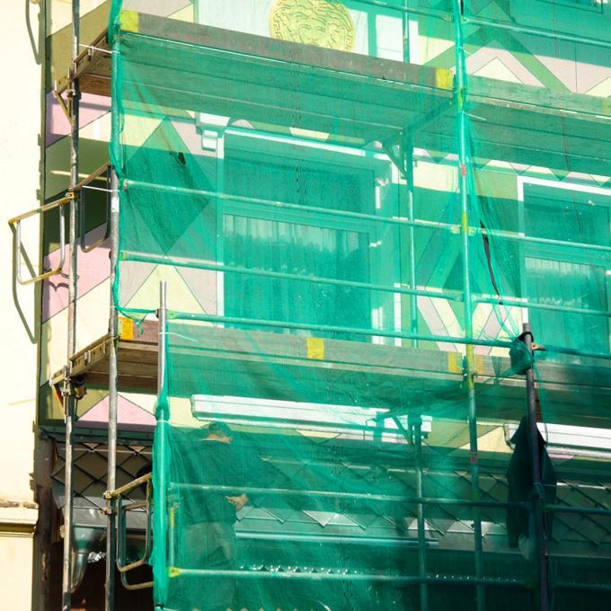 Arbeit an der Hausfassade in der Schleswiger Straße