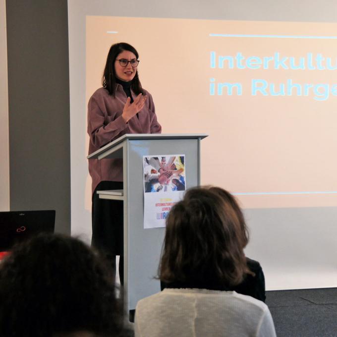 Fatima Çalışkan beim Netzwerktreffen Interkultur Ruhr, Oberhausen 2020. Foto: Guido Meincke