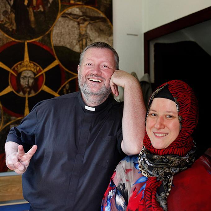 Nursel Kayikci und Pater Oliver