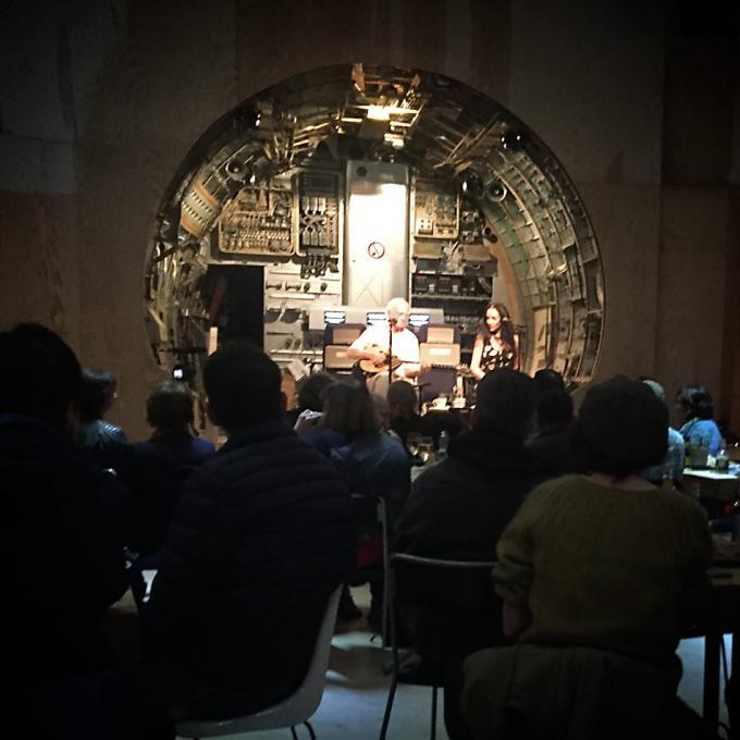 Rebetiko trifft im Rahmen der Ruhrtriennale auf Neue Musik von Eleftherios Veniadis, mit Thymios Stouraitis, Maria Kapetanidou und dem Ensemble hand werk. Third Space / Jahrhunderthalle Bochum, 06.09.2019
