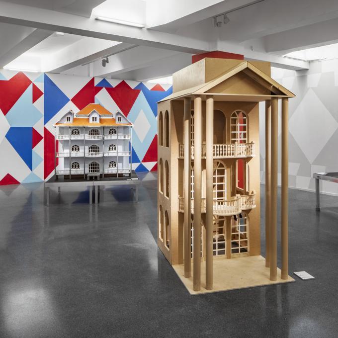 Faţadă / Fassade: Ausstellungsansicht HMKV, 2020. Foto: Christian Huhn