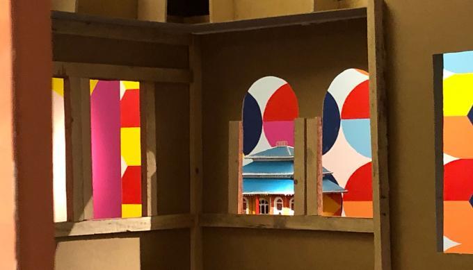 Faţadă / Fassade: Ausstellung im HMKV. Foto: Guido Meincke
