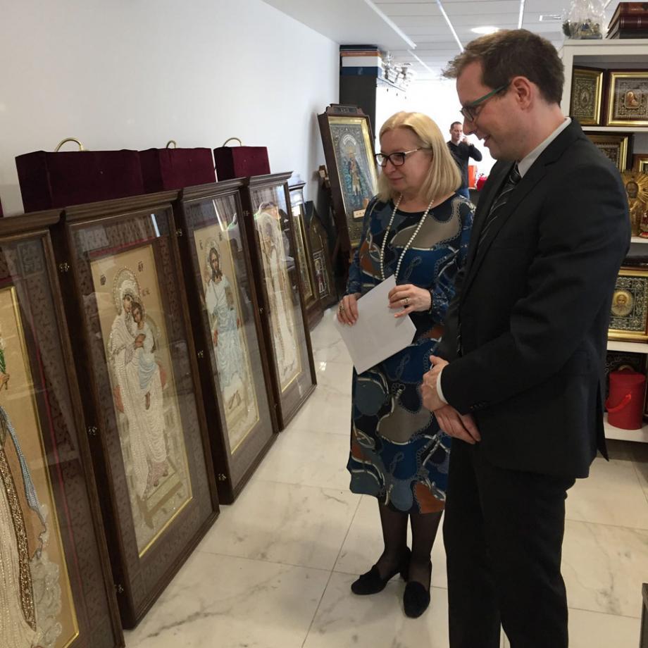 Im Vorfeld des Projekts besucht der Direktor des Ikonenmuseums Recklinghausen, Dr. Lutz Rickelt, die russischen Partner in der Ikonenwerkstatt Moskau