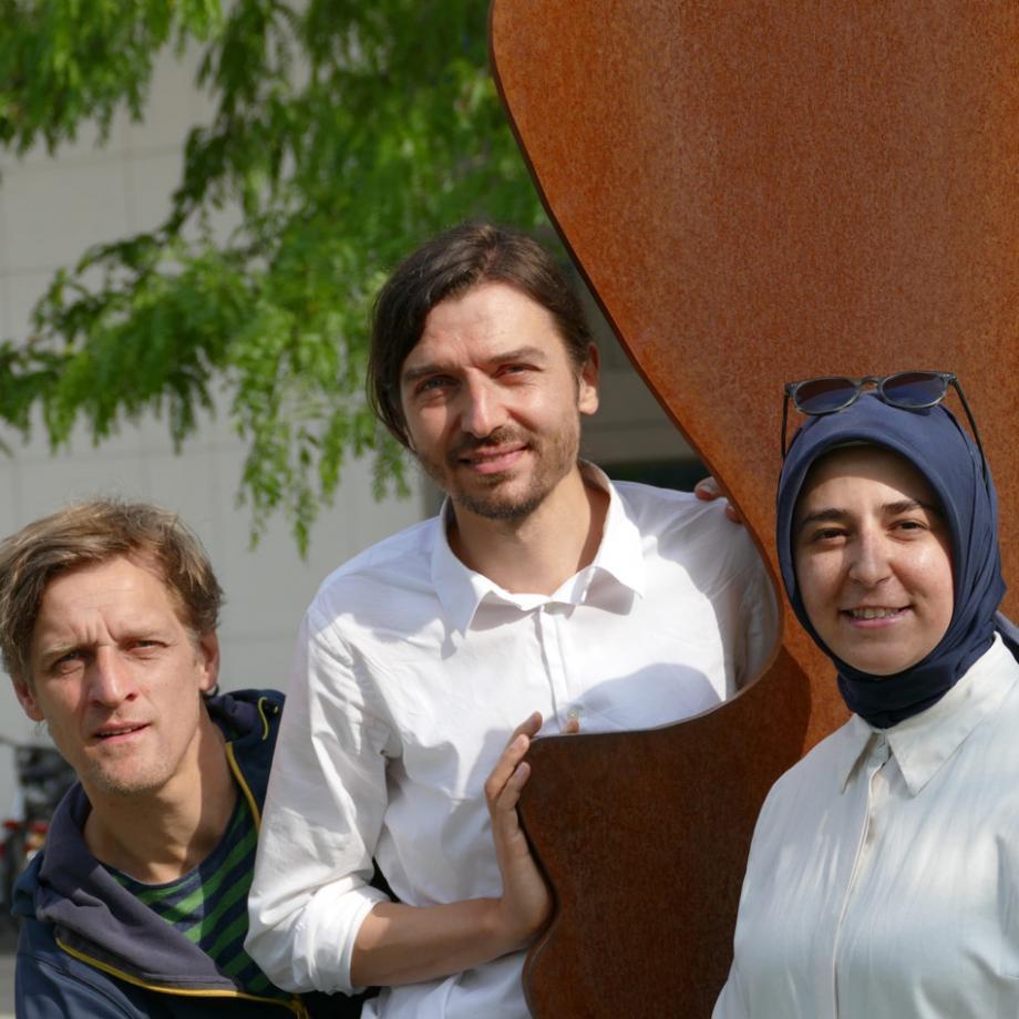 Matthias Damberg, Philip Gregor Grüneberg, Elif Okutan