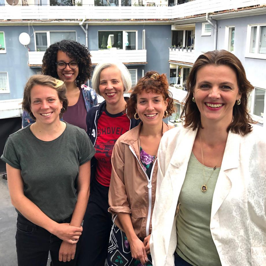 Jury (v.l.n.r.): Eva Busch (atelier automatique), Ella Steinmann (Theater Oberhausen), Betty Schiel (IFFF Dortmund | Köln), Johanna-Yasirra Kluhs (Interkultur Ruhr), Maxa Zoller (IFFF Dortmund | Köln)