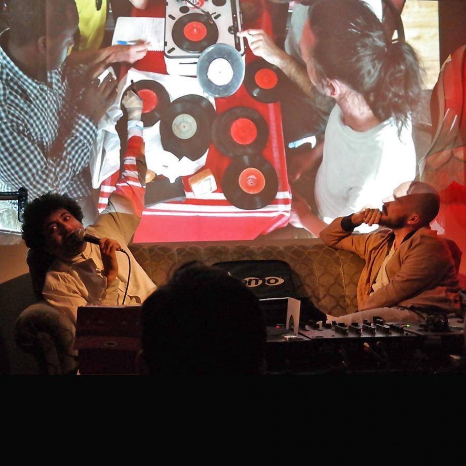 Interkultur Ruhr Listening Session mit Ernesto Chahoud und Jannis Stürtz, Goldkante Bochum, 2017. Foto: Guido Meincke