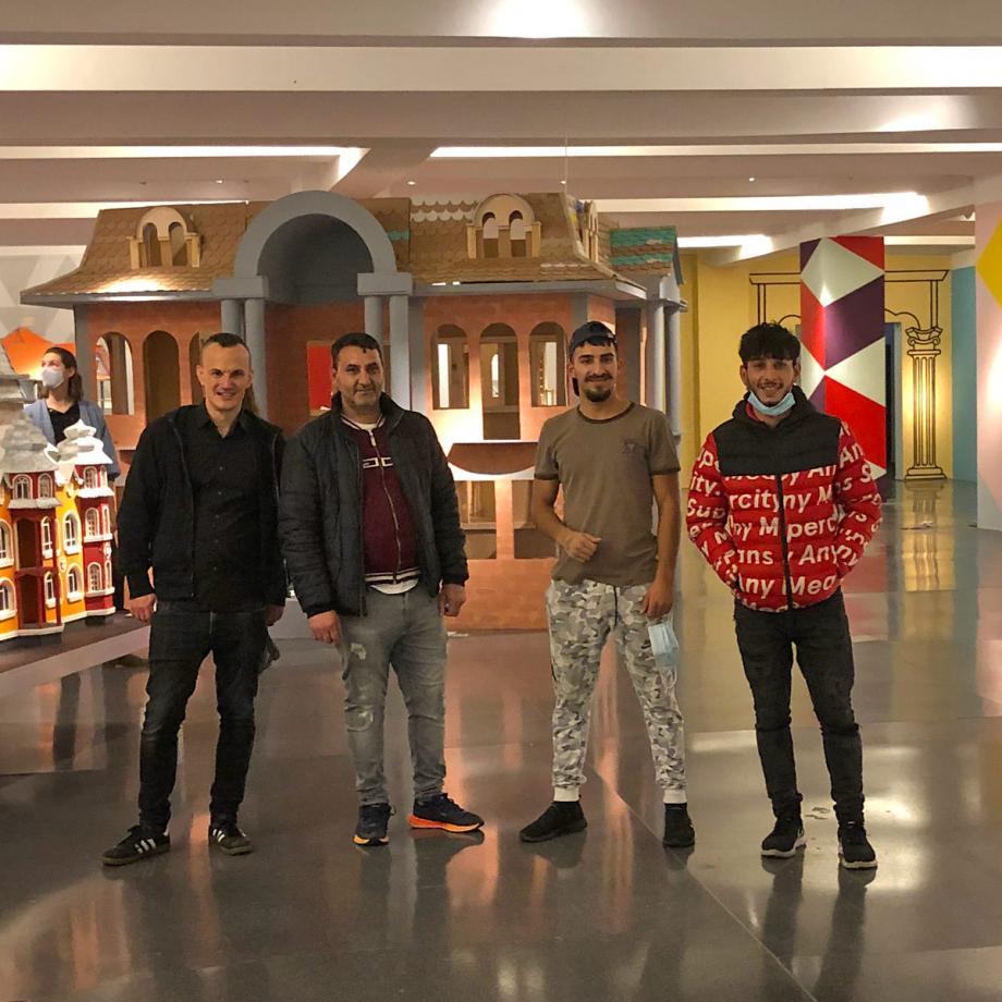 Mitarbeiter der Werkstatt Mallinckrodtstraße in der Ausstellung. Foto: Guido Meincke