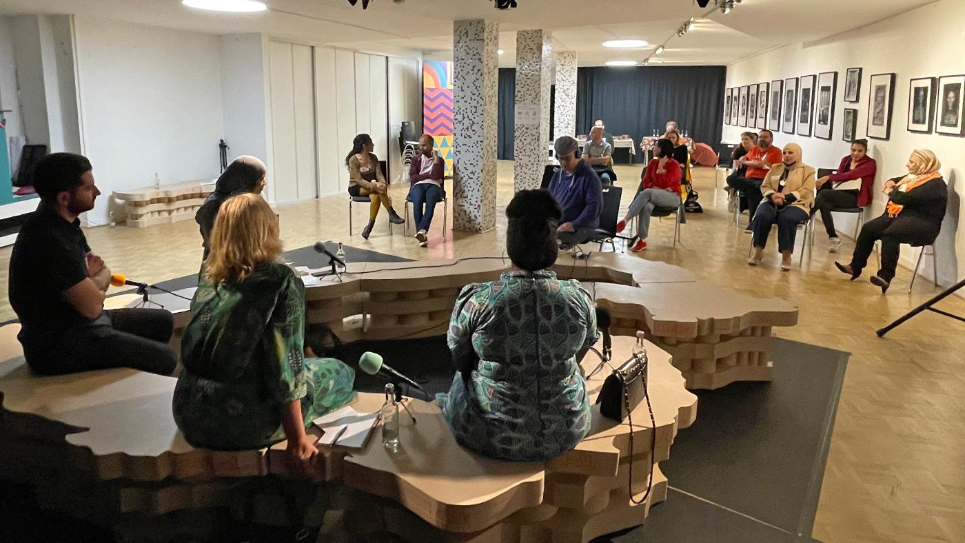 Dialog und Kommunikation verbinden uns, Pangaea Studios / vier.zentrale. Foto: Abdulrazzak Blksh